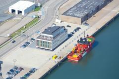 Luftfoto-af-Esvagt-Claudine-og-Domicil-Esbjerg-havn