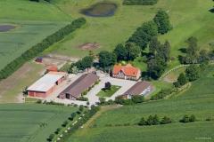 Luftfoto-af-flot-beliggende-ejndom-nær-Århus