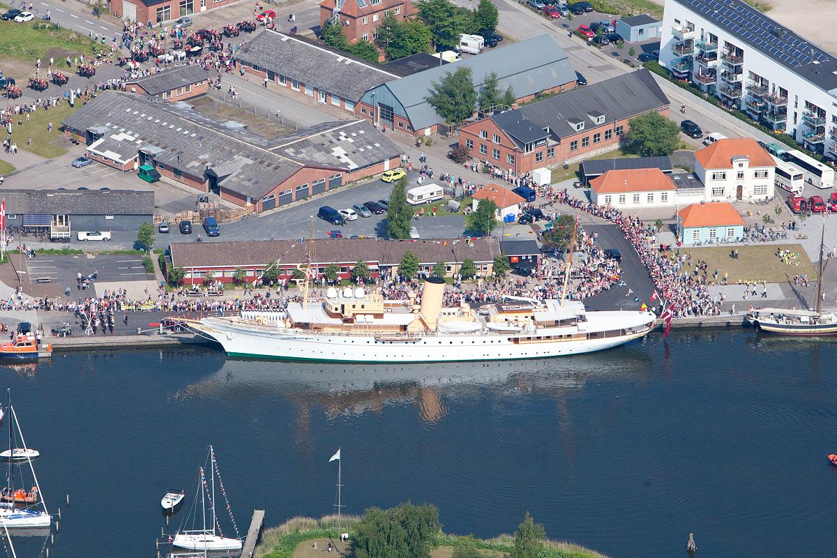 Kongeskibet-i-Haderslev-havn-sommeren-2013-AT-Luftfoto
